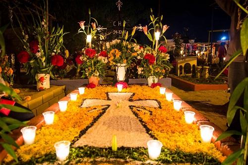 お墓と花壇