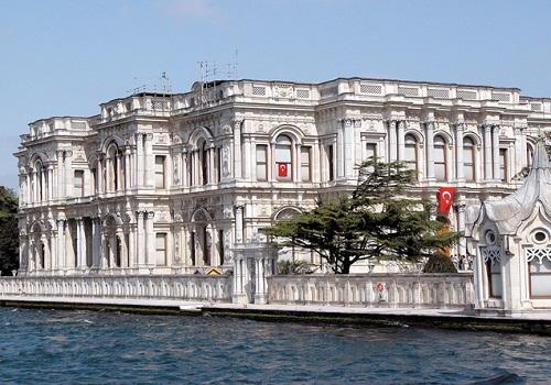 ベイラルベイ宮殿